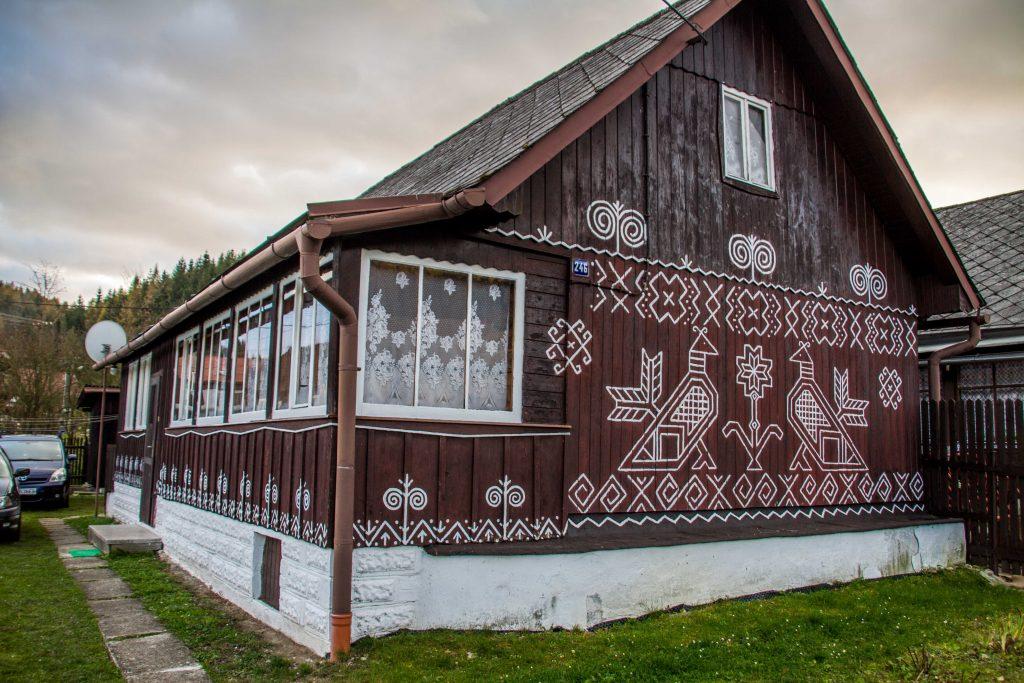 Interni di case in legno particolare delluintero della for Planimetrie vista montagna